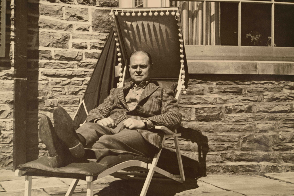 EP Taylor reclining at Windfield Estates